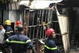 Cháy lớn xưởng sản xuất sofa, nhiều người hoảng loạn thoát ra