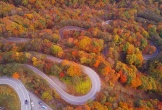 Đẹp choáng ngợp mùa lá đỏ lãng mạn trên con đèo 48 khúc cua ở Nhật Bản