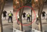 Nổ súng hạ gục kẻ đốt xe giữa phố, dùng dao tấn công khiến 3 người thương vong tại Úc
