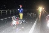 Ô tô tông hàng loạt xe máy, 3 người nhập viện cấp cứu