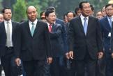 Thủ tướng Nguyễn Xuân Phúc đón Thủ tướng Campuchia Hun Sen