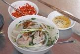Hàng bánh canh bột gạo hơn 60 năm nằm gần chợ ở Sài Gòn
