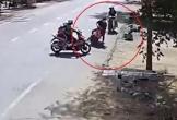 Băng qua đường, nữ tài xế bất ngờ chặn đầu xe của tên cướp