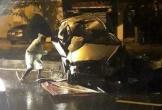 Innova nát bét khi tông con lươn, 2 người nguy kịch
