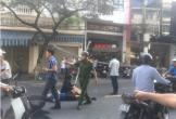 Đà Nẵng: Khung sắt rơi từ trên cao xuống đâm trúng 2 vợ chồng đi đường