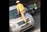 CSGT Bắc Ninh nhảy lên đầu xe, túm cần gạt để dừng xe vi phạm
