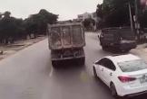 Nữ tài xế cắt đầu xe tải