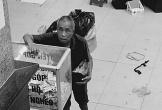 Bức ảnh cụ ông vô gia cư bỏ tiền lẻ quyên góp ủng hộ người nghèo gây xúc động