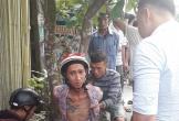 Trộm vỏ bia giữa trưa, gã đàn ông xăm trổ bị người dân bắt trói gốc cây