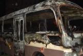 Đà Nẵng: Đang đậu giữa bãi đất trống, xe khách 29 chỗ bất ngờ bốc cháy ngùn ngụt