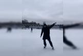 Đặng Văn Lâm trổ tài trượt tuyết trước mặt bạn gái và cái kết đắng