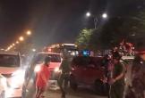 """Hình ảnh đẹp ở Đà Nẵng: Nhường đường cho xe cứu thương trong đêm """"đi bão"""" mừng chiến thắng của U22 Việt Nam"""