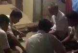 Phó chủ tịch xã thừa nhận bị dân quay clip đánh bạc tại trụ sở