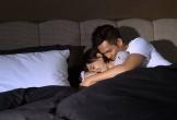 Đêm tái hôn, ngồi ngắm chồng mới và con trai riêng ôm nhau ngủ lăn lóc trên giường khiến mẹ đơn thân bật khóc