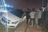 Đà Nẵng: Đậu trên đường ray, xe ô tô con bị tàu hỏa tông văng 7 mét