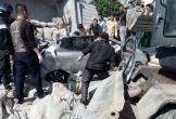 Xe tải chở xi măng lật nghiêng đè bẹp xe con khiến 2 người thương vong ở Ninh Bình