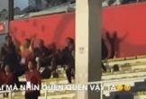 Clip: Màn ăn mừng thú vị của HLV Park Hang-seo khi tuyển nữ Việt Nam đánh bại Thái Lan