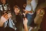 Kỳ lạ: Nơi tổ chức sinh nhật chỗ công cộng bị coi là hành động phạm pháp