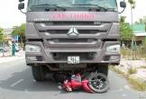 Xe ben cuốn xe máy vào gầm, một người tử vong