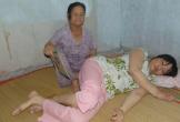 Cha mẹ già chăm con dâu bệnh nặng