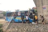 Xe khách đâm vào chân cầu, hàng chục người bị thương