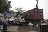 Hải Dương: Xe container mất lái đâm sập 3 cửa hàng lúc rạng sáng