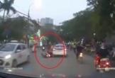 Ô tô 4 chỗ cố tình lấn làn, chèn ép xe khách và pha húc ngang sườn bẽ bàng