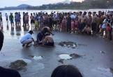Rủ nhau đi tắm biển, 2 học sinh lớp 9 bị nước cuốn tử vong