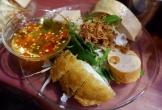 Bánh ướt bình dân ngay 'phố Wall' Sài Gòn