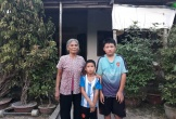 Quặn lòng cảnh bà ngoại già yếu nuôi hai cháu mồ côi
