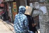 Không chỉ mặc áo mưa, ra đường còn gặp người trùm chăn, đội hộp giấy... chống nắng 40 độ C