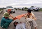 Thiếu tá CSTG nói về bức ảnh 'đội nắng cứu người' gây sốt cộng đồng mạng