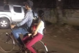 Chỉ với bức ảnh gia đình nghèo chở nhau trên xe đạp, cư dân mạng tự hỏi: 'Hạnh phúc là ít tiền hay nhiều tiền'?