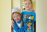 Cậu bé và em trai mắc bệnh Down khiến cả thế giới phải rơi nước mắt