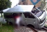 Xe cưới đâm trúng tàu hỏa, cô dâu chú rể tử vong tại chỗ