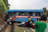 Ôtô khách đâm xe đầu kéo làm 2 người chết, 10 người bị thương