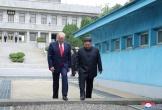 Hé lộ bất ngờ về cuộc gặp chớp nhoáng của hai ông Trump - Kim