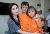 Cật lực kiếm tiền trả nợ, Phạm Băng Băng vẫn rạng rỡ đi thăm bệnh nhi