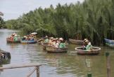 Bẻ lá dừa làm quà tặng cho du khách sẽ bị xử phạt