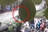Người phụ nữ nhanh trí cứu người đàn ông thoát chết trước đầu tàu hỏa