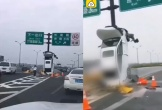 Clip: Nữ tài xế say rượu đâm cột biển báo khiến xe dựng thẳng đứng