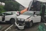 Khủng khiếp cảnh tượng hàng chục ô tô tông nhau nát bét trên cao tốc