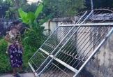 Hà Tĩnh: Bị cửa sắt đè, bé trai 3 tuổi tử vong thương tâm
