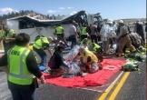 Xe lao vào chắn đường, bốn khách Trung Quốc tử nạn