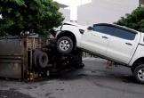 Đà Nẵng: Xe bán tải đâm ôtô tải lật ngửa rồi phi lên nằm trên
