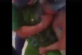 Xôn xao clip công an đấm liên hoàn vào một phụ nữ vì bị bóp 'chỗ hiểm'