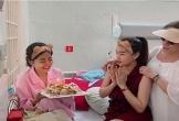 Diễn viên Mai Phương đón sinh nhật trên giường bệnh
