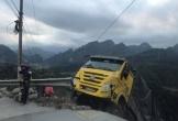 Kinh hoàng khoảnh khắc xe tải mất đà khi đang lên đèo, rơi tự do xuống vách núi