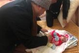 Bé gái sơ sinh tật nguyền bị mẹ bỏ rơi bên đống gạch trước cổng chùa