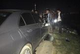 Hà Tĩnh: Lao vào xe Mercedes, hai thanh niên đi xe máy nguy kịch